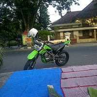 Photo taken at Pecel Pojok Alun2 by Haryanto R. on 9/12/2013
