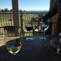 Foto tirada no(a) Stone Tower Winery por Kathleen C. em 11/24/2017