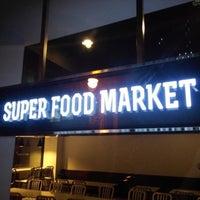 Photo taken at 수퍼푸드마켓 by Jinho L. on 9/11/2013