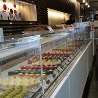 7/21/2013 tarihinde Nagziyaretçi tarafından pâtisserie Sadaharu AOKI paris 丸の内店'de çekilen fotoğraf