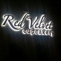 Das Foto wurde bei Red Velvet Cupcakery von shadow am 11/6/2012 aufgenommen