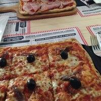 Foto diambil di Kilómetros de Pizza oleh Rodrigo M. pada 12/28/2013