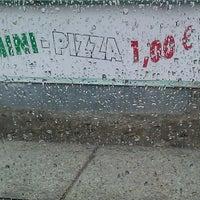 6/25/2013 tarihinde Thilo G.ziyaretçi tarafından Alano Pizza Mini Pizza'de çekilen fotoğraf