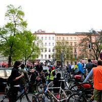 Das Foto wurde bei Critical Mass Berlin von Critical Mass Berlin am 4/25/2015 aufgenommen
