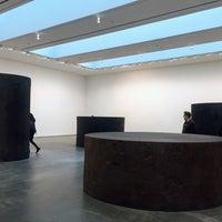 Foto diambil di David Zwirner Gallery oleh Monica D. pada 11/18/2017