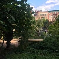 9/15/2017 tarihinde Monica D.ziyaretçi tarafından Elizabeth Street Garden'de çekilen fotoğraf