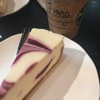 Foto tirada no(a) Starbucks por Fiona V. em 4/8/2018