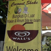 Photo taken at Klebang Original Coconut Milk Shake by Dikwok on 3/2/2013