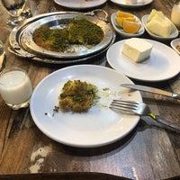 Foto tomada en Özikizler Künefe por Selahattin E. el 9/16/2018