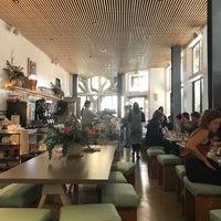 Foto tomada en Réveille Coffee Co. por Omar J. el 2/13/2018