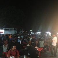 Photo taken at Medan Selera Perhentian Bas Bentayan by Hareez I. on 3/25/2017
