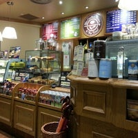 Photo taken at The Coffee Bean & Tea Leaf by Steve T. on 12/30/2012