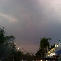 Photo taken at 7-11 หัวมุม by Mc P. on 1/4/2012