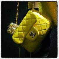 Das Foto wurde bei CHANEL Boutique von Ultimate Paris am 11/23/2011 aufgenommen
