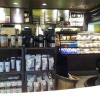 Foto tirada no(a) Starbucks por Igor Nemésio V. em 10/17/2013