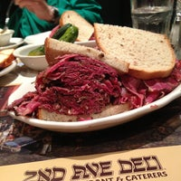 Foto scattata a 2nd Ave Deli da Jason W. il 7/12/2013