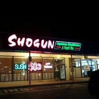 Photo prise au Shogun Japanese Steakhouse & Sushi Bar par Camilo C. le12/15/2012