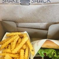 Foto tirada no(a) Shake Shack por Stephanie em 3/12/2018