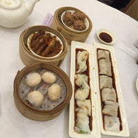 Photo taken at Choi Fook Delight Banquet 彩福喜宴 by Sonia F. on 11/3/2015