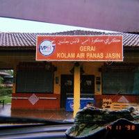 Photo taken at Kolam Air Panas Jasin by aizatmisman .. on 11/14/2017