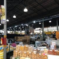 Foto tirada no(a) Mercado Municipal Kinjo Yamato por Marco M. em 9/23/2017