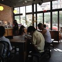 Foto diambil di Manhattanville Coffee oleh Habiba pada 8/17/2014
