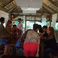Photo taken at Bali Seafood Paluto by Romel P. on 2/7/2016