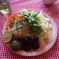 Foto tomada en Comedor Familiar Vegetariano por Natalie S. el 7/4/2015