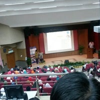 Photo taken at Auditorium Falkulti Pendidikan Universiti Malaya by Petah Wazzan I. on 9/25/2014