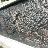 Photo taken at WW2 Anti Japanese Monument (檳榔嶼華僑抗戰紀念碑) by Petah Wazzan I. on 11/11/2013