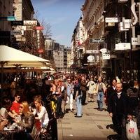 4/16/2013 tarihinde Anton K.ziyaretçi tarafından Kärntner Straße'de çekilen fotoğraf