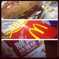 Photo taken at McDonald's (麦当劳) by Chino W. on 11/6/2013
