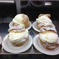 Photo taken at Schmidt's Restaurant und Sausage Haus by Samanthi H. on 11/29/2012