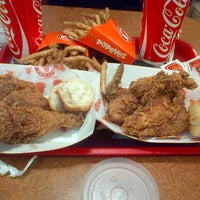 Photo taken at Popeyes by ⒶⓃⒿⓄⒺ on 6/17/2013
