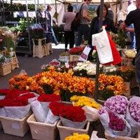 Das Foto wurde bei Wochenmarkt Winterfeldtplatz von Suzanne V. am 5/4/2013 aufgenommen