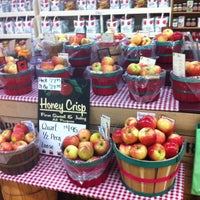 Photo taken at Blake's Big Apple Orchard by Denise on 10/5/2013
