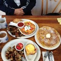 Das Foto wurde bei First Awakenings von Laura H. am 2/1/2013 aufgenommen