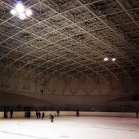 Foto diambil di 苫小牧市沼ノ端スケートセンター oleh Hiroki O. pada 3/23/2014