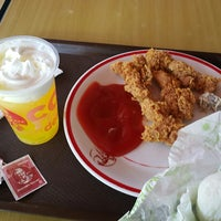 Photo taken at KFC by FELLIS A. on 8/1/2017