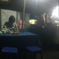 Photo taken at Soto Tongseng Sudi Mampir by Djony H. on 7/28/2013
