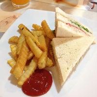 Photo taken at Viva Restaurant by nan on 8/31/2015