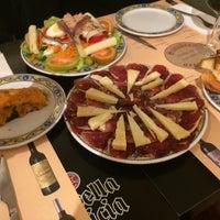 Foto tomada en Charcutería-Restaurante Sanabres por Sonia P. el 2/27/2015