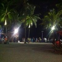 Foto tirada no(a) Calçadão de Porto de Galinhas por Luiz R. em 1/4/2013
