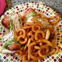 Das Foto wurde bei Astro Restaurant von Lynn T. am 1/25/2013 aufgenommen