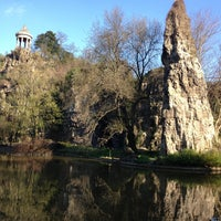 Photo taken at Buttes Chaumont Park by Rafael A. on 4/23/2013
