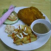 Photo taken at D'blackpaper Restoran by Aiza F. on 7/13/2013