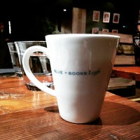 Photo taken at BLUE BOOKS cafe 自由が丘店 by S H. on 1/12/2015