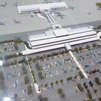Foto tomada en Bishop International Airport (FNT) por DJ C. el 12/11/2012