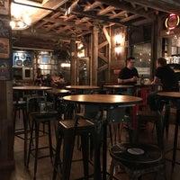 8/7/2017にParejapaisa P.がTurntable LP Bar & Karaokeで撮った写真