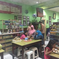 Photo taken at Warung Makan Nikmat by Roland C. on 11/3/2017